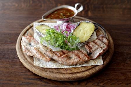 BBQ meat with vegetables Reklamní fotografie