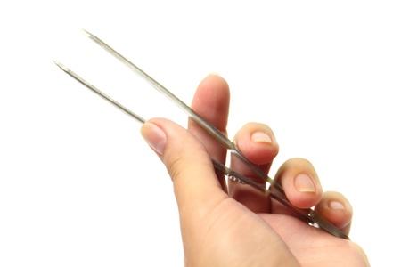 pinzas: Pinzas en la mano aisladas sobre fondo blanco