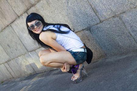 Attractive brunette woman posing in sunglasses Imagens - 14745472