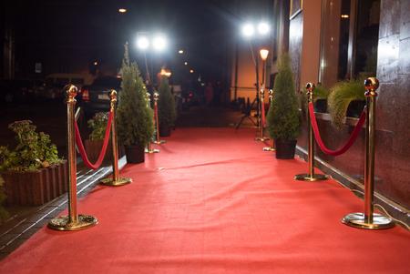 Entrada por alfombra roja