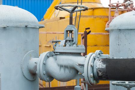 amoníaco: La válvula de gas en la tubería entre los receptores.