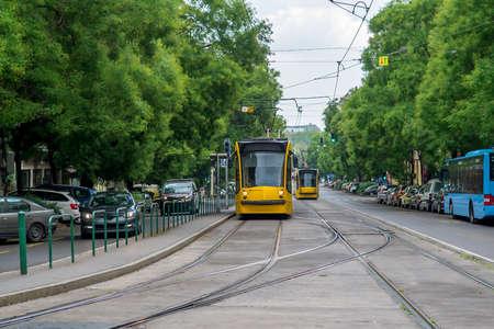 Tram dans la rue de Budapest. Hongrie. Mise au point sélective Banque d'images