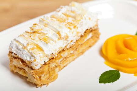 ナポレオン ケーキと桃とミントの葉 写真素材