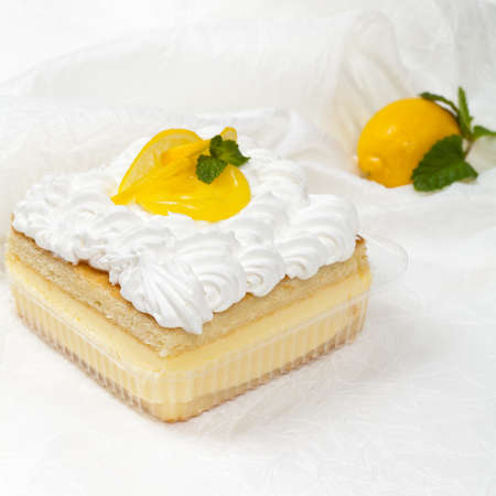cream on cake: Lim�n, vainilla y flan de postre pastel de crema Foto de archivo