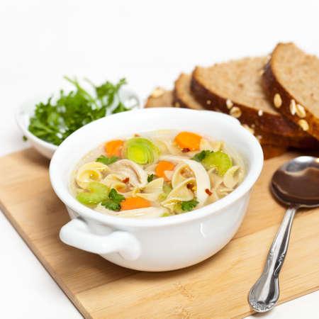 チキン ヌードル スープ 写真素材 - 28940077