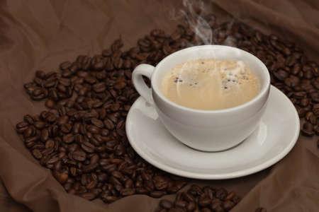 コーヒー カップ、豆。選択と集中。 写真素材