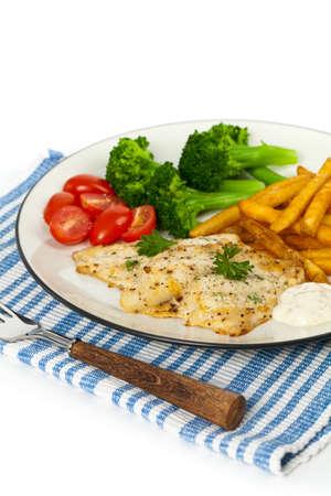 dish fish: Plato de pescado - filete de pescado blanco. Enfoque selectivo.