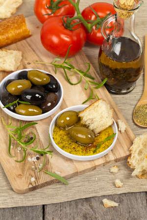 comida italiana: Pan aperitivo comida italiana y aceite de oliva. Enfoque selectivo. Foto de archivo