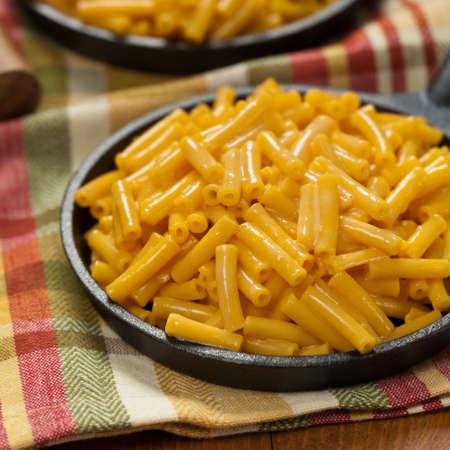 macarrones: Casera Mac y queso. enfoque selectivo.