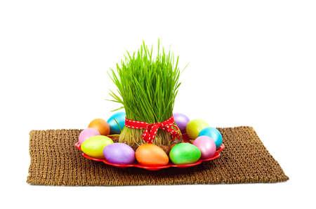 着色された卵、小麦は白地ノールーズ休日に温泉します。選択と集中。