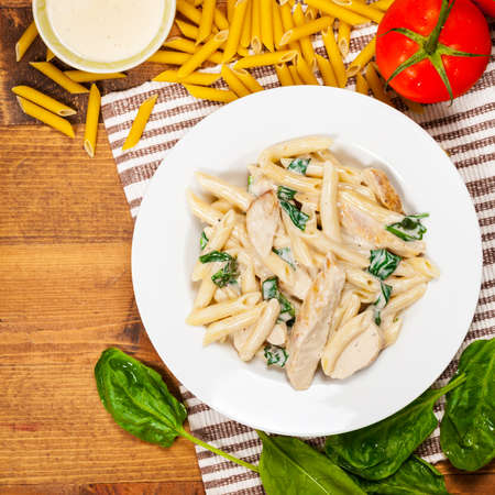 Chicken Alfredo Pasta with Spinach. Selective focus. Фото со стока