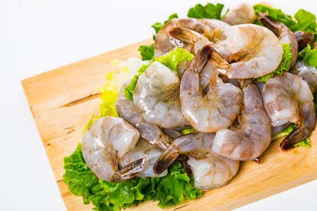 Large Raw Shrimp Isolated on White background. Selective focus. Banque d'images