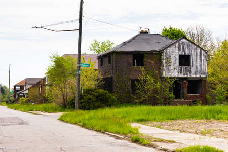 Abandoned Home in Detroit, Michigan. This is a deserted building in a bad part of town. Detroit, Michigan, USA. 免版税图像