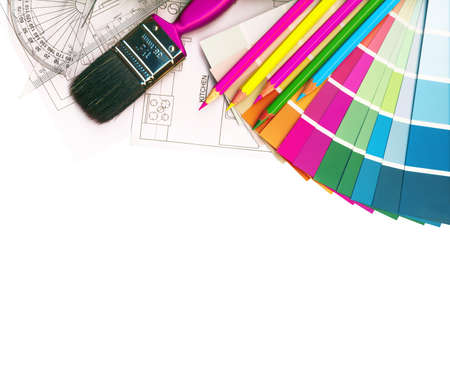 kleurstalen en plannen op wit wordt geïsoleerd