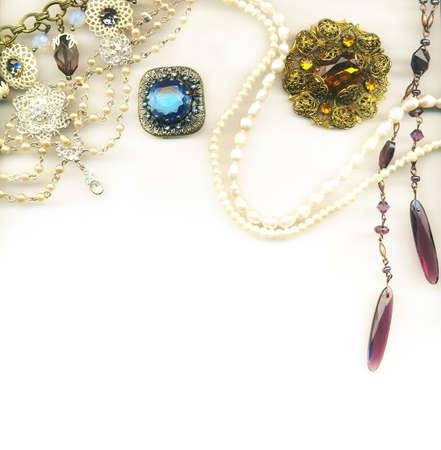 feminine background: Frontera con joyas vintage