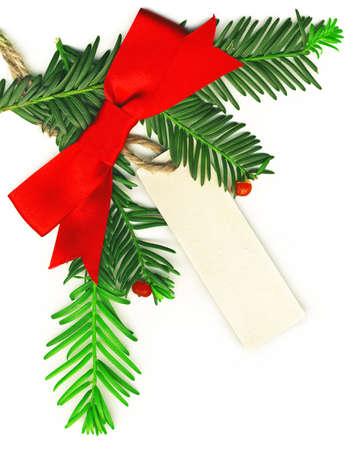dar un regalo: Frontera de la Navidad con etiqueta vacía blanco sobre fondo blanco