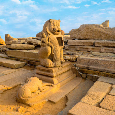 pallava: beautiful ancient sculpture of lion monolithic famous Shore Temple in Mahabalipuram, Tamil Nadu, close up Stock Photo