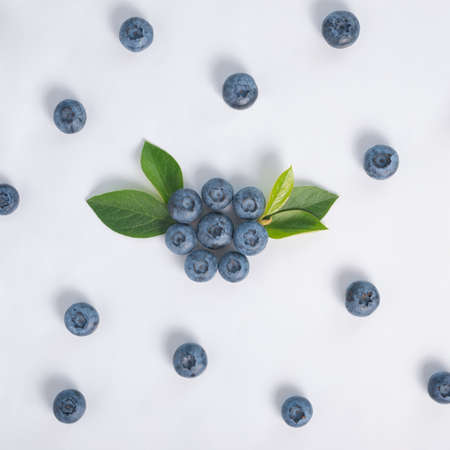 flat lay of blueberry with green leaves over white background, concept healthy eating and nutrition 免版税图像