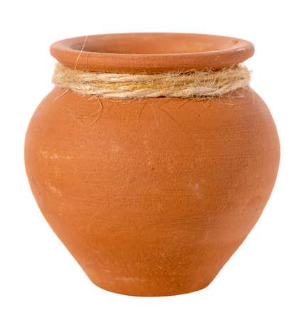 de geribbelde lege ceramische pot is geïsoleerd op witte achtergrond, omhoog sluit