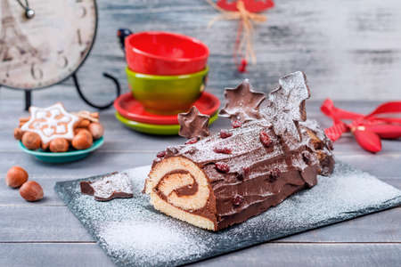 Bush de Noel Christmas Log Cake and New Year background 版權商用圖片