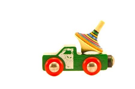 molinete: utilizado viejo coche de juguete cami�n con molinete de colores aislados en blanco