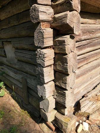 Old historical weathered wooden log house corner Stockfoto