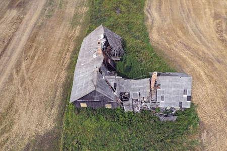 Derelict broken abandoned wooden farm house, aerial Stockfoto