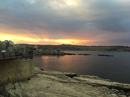 Colorfull Sunset in Saint Pauls Bay, Malta Banque d'images