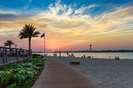 Corniche Beach in Abu Dhabi, United Arab Emirates 写真素材 - 142460776