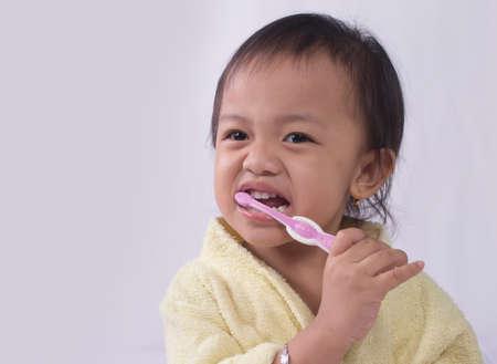 kindergartner: Child girl cleaning teeth