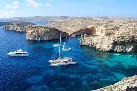 blue lagoon: The Crystal Lagoon on Comino island in Malta. Archivio Fotografico