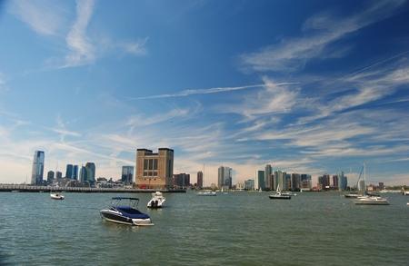 View from Hudson River Park toward Jersey City. 免版税图像