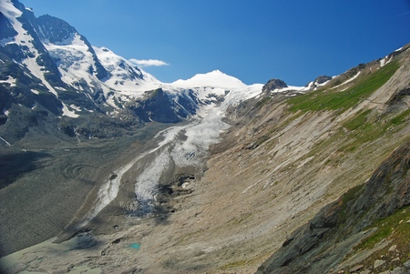 grossglockner: Grossglockner massif and glacier in Austria
