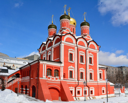 Cathedral of Znamensky Monastery in Moscow, Russia, in winter. Stok Fotoğraf - 114409721
