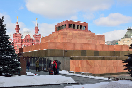Moscow, Russia - March 17, 2018. Exterior view of Lenin's Mausoleum on the Red Square in Moscow, with statue and people. 新闻类图片