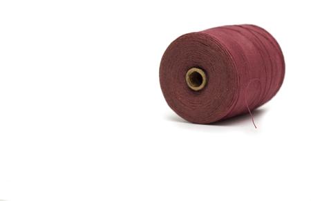 hilo rojo: Carrete de hilo rojo. Foto.