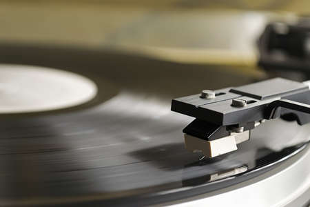 record player stylus on a rotating disc photo