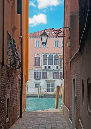 backstreet: detalle de un callej�n en Venecia, Italia Foto de archivo