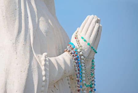 orando manos: rezando manos con rosario