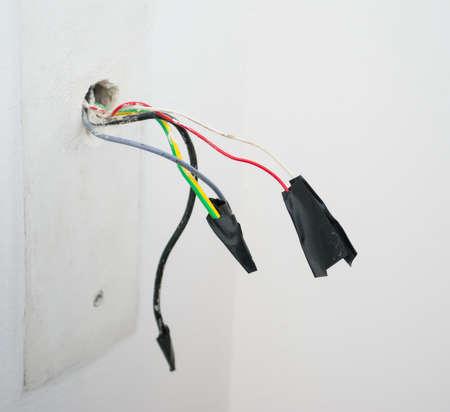 redes electricas: de cerca de cables eléctricos con cinta