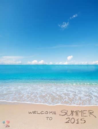welcome to summer 2015 written on a tropical beach under clouds Standard-Bild