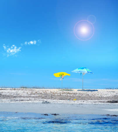parasol onder een stralende zon op Sardinië