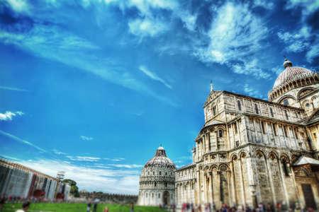 piazza dei miracoli: Piazza dei Miracoli in Pisa in tilt shift effect
