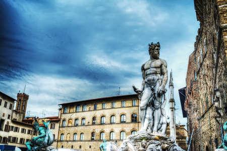 neptuno: Estatua de Neptuno en la Piazza della Signoria, en Florencia, Italia Foto de archivo