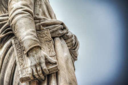 close up of Dante Alighieri statue in Florence, Italy Foto de archivo
