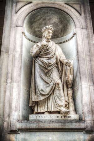 dante alighieri: Dante Alighieri statue in Galleria degli Uffizi in Florence, Italy