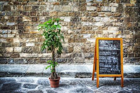 restaurant menu written on a blasck board in Florence, Italy 免版税图像