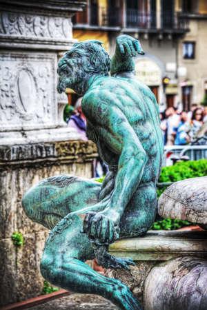 neptuno: estatua de bronce del s�tiro en la fuente de Neptuno en Florencia, Italia