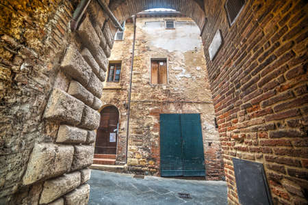 montepulciano: small arch in Montepulciano, Tuscany