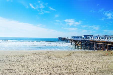 태평양 바닷가, 캘리포니아에있는 수정 같은 부두